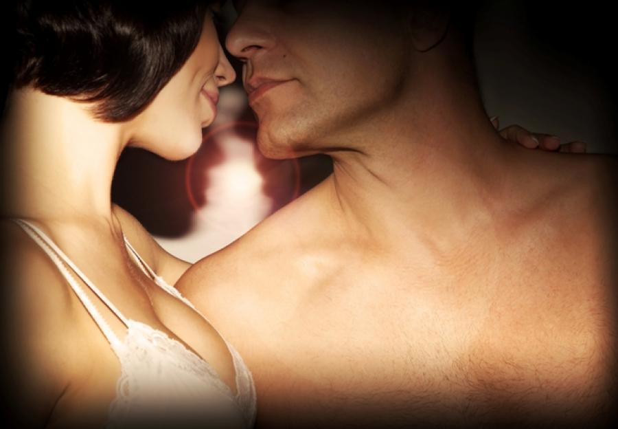 Foto af en mand og en kvinde der udstråler erotik.